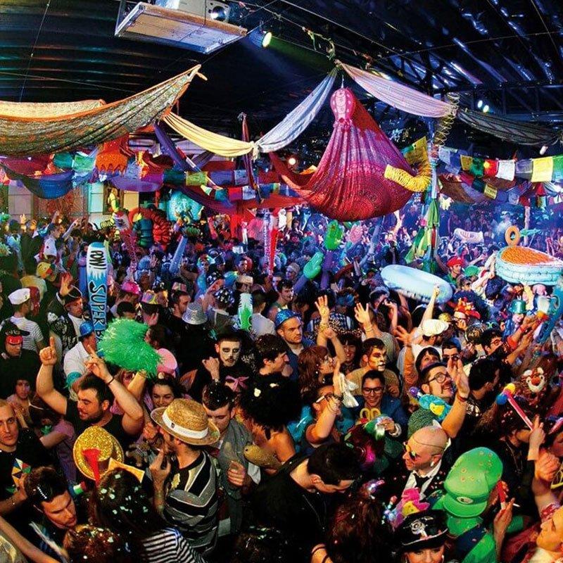 Madrid pub crawl mad party